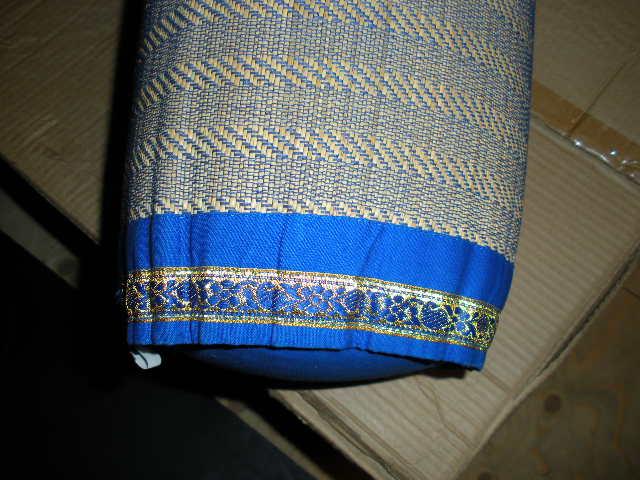148x kussens uit india rond blauw 434598 partijhandel for Lang rond kussen
